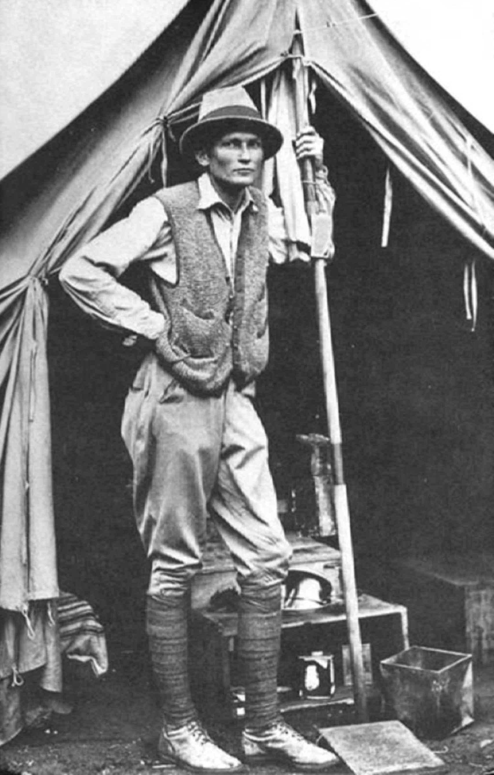 Hiram Bingham III en Machu Picchu en 1912.