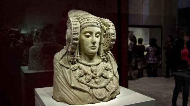 La Dama de Elche, en su vitrina del MAN .