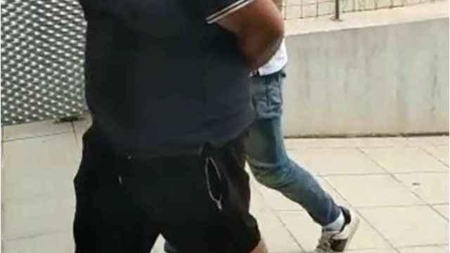 Uno de los detenidos por la Guardia Civil en Almoradí.