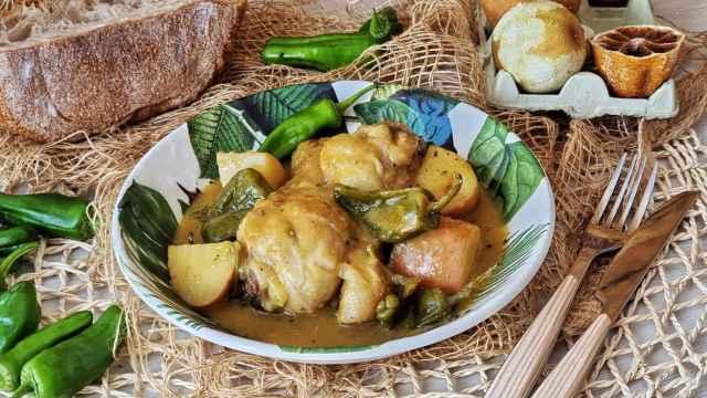 Pollo guisado a la naranja con pimientos, una receta deliciosa