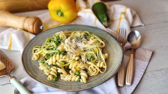 Pasta con verduras de verano, una receta fresca y fácil