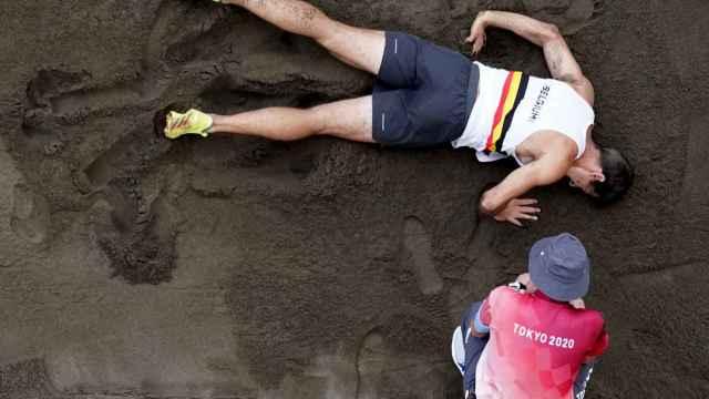 Susto en el Olímpico de Tokio 2020: el belga Van der Plaetsen abandona en silla de ruedas tras una dura caída