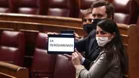 Representantes del grupo parlamentario de VOX, durante el debate de la ley de la eutanasia en el Congreso.