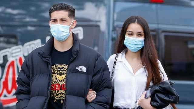 Julia Janeiro junto a su pareja, Brayan Mejía, en una imagen de archivo.