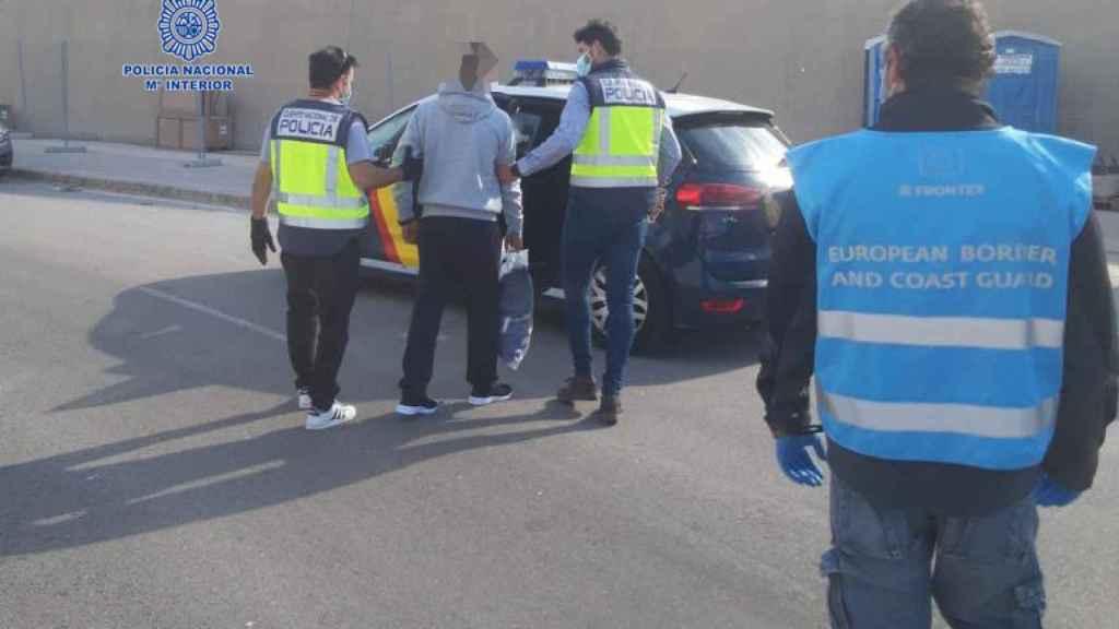 Mohamed tras ser detenido por la Policía Nacional en suelo murciano.