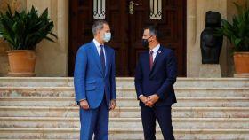 Felipe VI y Pedro Sánchez, el martes, en Marivent.