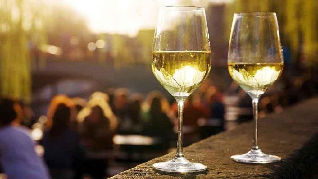 En materia de vinos, donde fuere, haz lo que vieres.