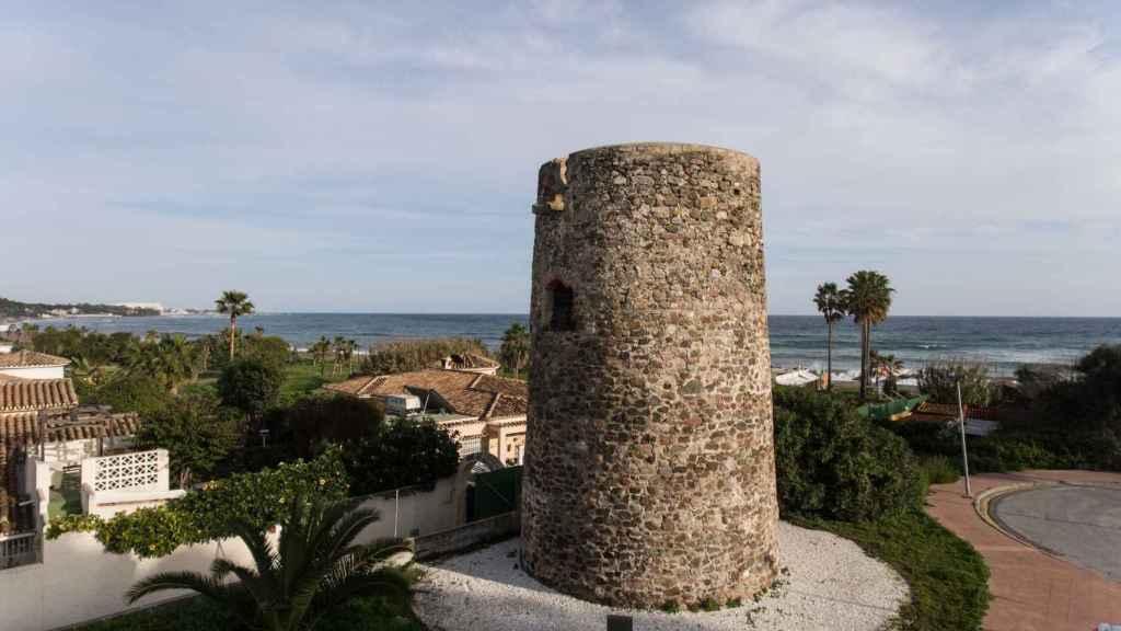 La del Saladillo es una de las siete torres almenaras con las que cuenta Estepona.