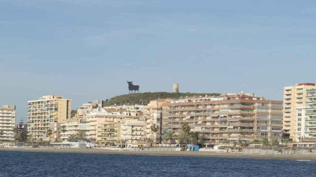 Incluso movida de ubicación, Torre Blanca sigue vigilando el tostado de los cordobeses en las playas choras.