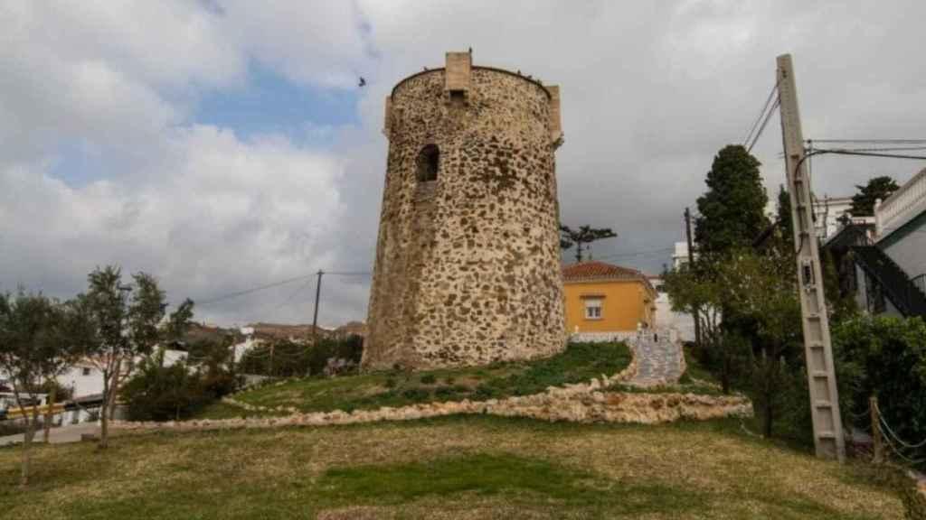 Torre Benagalbón se localiza dentro del casco urbano rinconero.