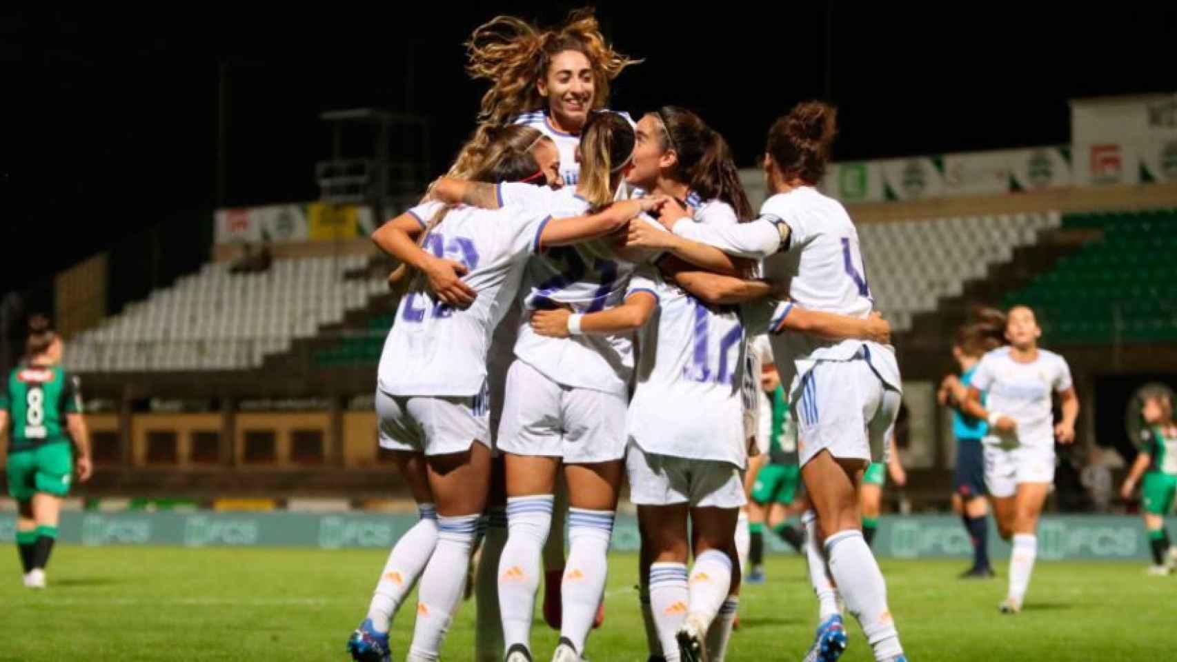 Piña de las jugadoras del Real Madrid Femenino