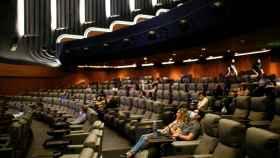 Espectadores en el cine Odeon Luxe de Leicester (Inglaterra).