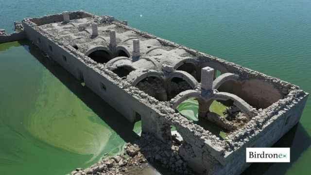 La Casa Grande de Alarza ha estado sumergida desde los años 60 bajo las aguas del embalse de  Valdecañas