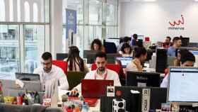 Empleados de varias startups del programa andaluz Minerva, trabajando en la sede de esta aceleradora.