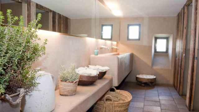 Interior del restaurante Filandón (Madrid) con el revestimiento de Cement Desing.