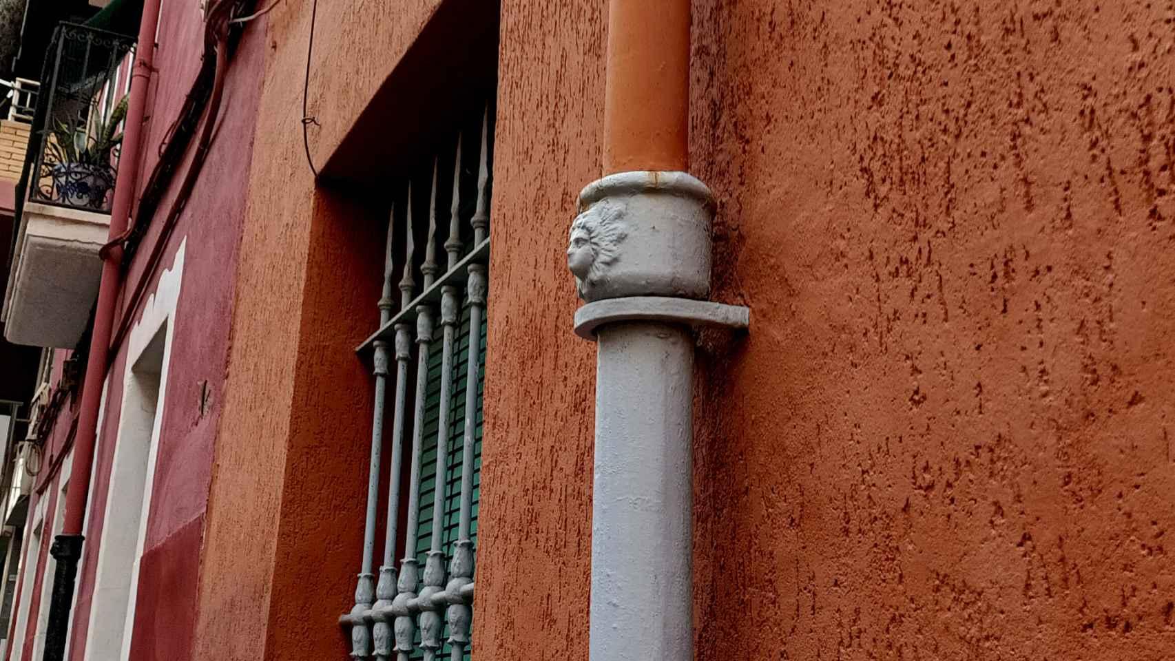 Las 'Caras del Agua' pueden verse en las calles en el Casco Antiguo de las ciudades valencianas. Andrea Reinosa