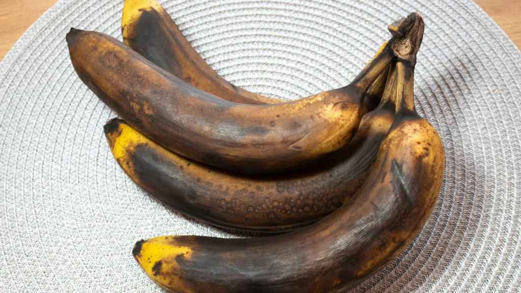 Unos plátanos muy maduros.