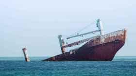 Un barco hundido. Fotografía de Jason Blackeye.