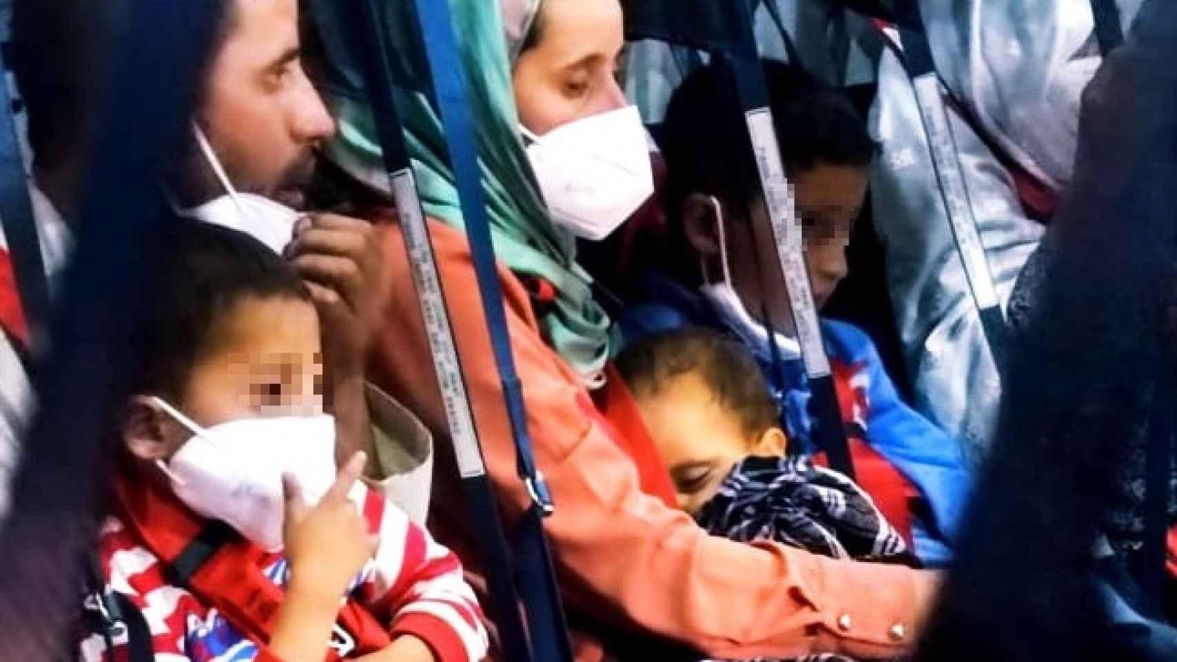 Las emocionantes imágenes de los afganos 'españoles' embarcando en Kabul