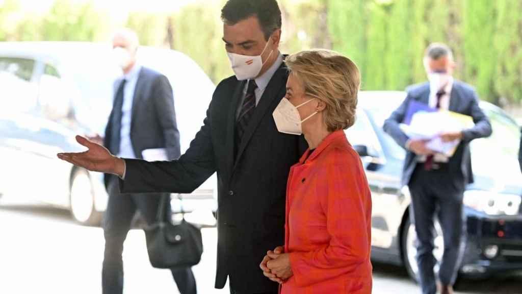 Pedro Sánchez recibe a Ursula von der Leyen, presidenta de la Comisión Europea.