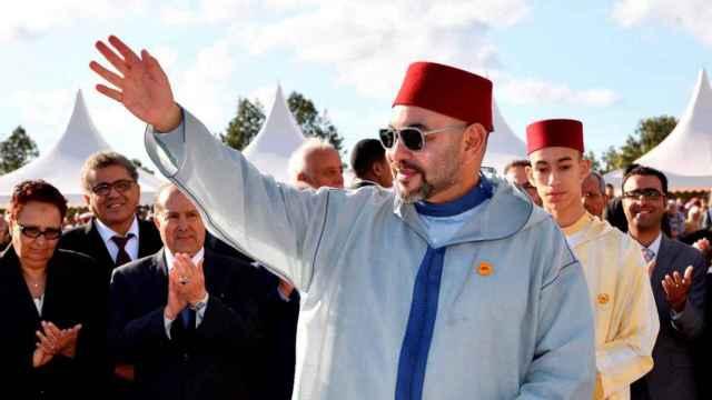 Mohamed VI, rey de Marruecos, junto con el heredero al trono del país marroquí.