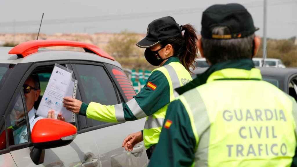 La DGT te puede multar con 3.004 euros si no llevas este documento en el coche