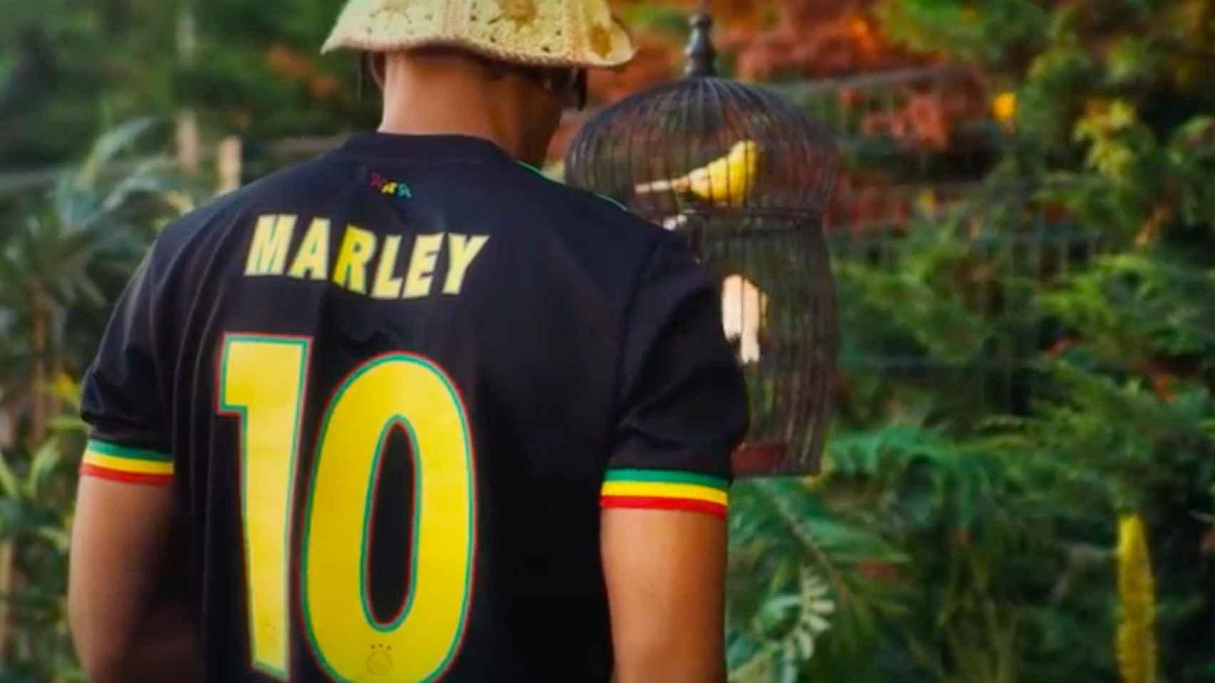 Camiseta del Ajax en homenaje a Bob Marley