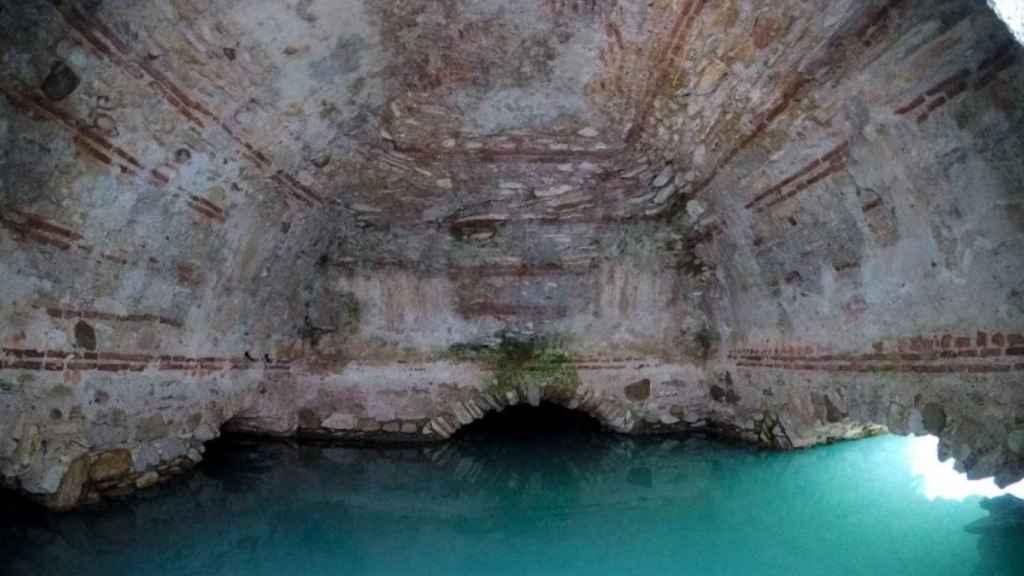 Los baños de la Hedionda observaron mudos el cuerpo desnudo y enfermo del mismo Julio César