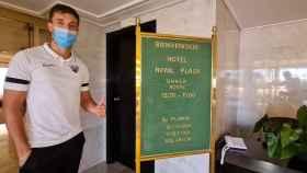 Genaro, en el hotel del Málaga en Ibiza