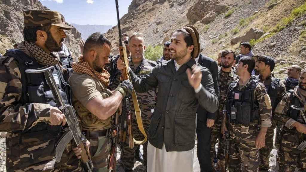 Ahmad Masud en septiembre de 2020 con sus tropas.