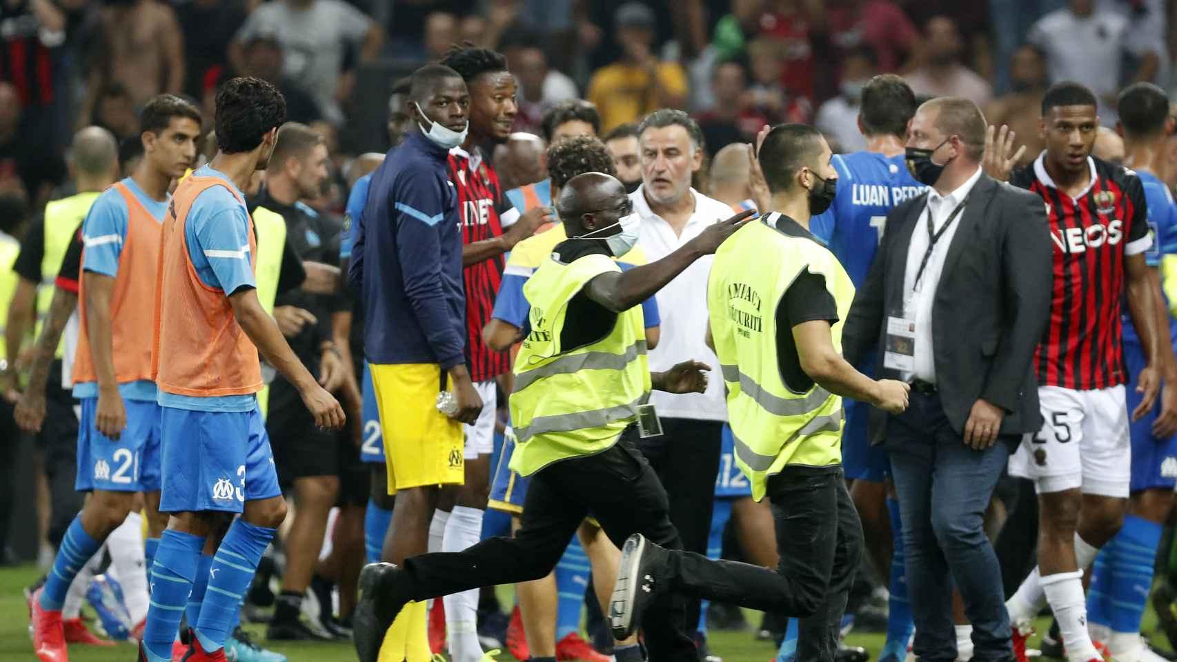 Los ultras del Niza intentan agredir a la plantilla del Marsella