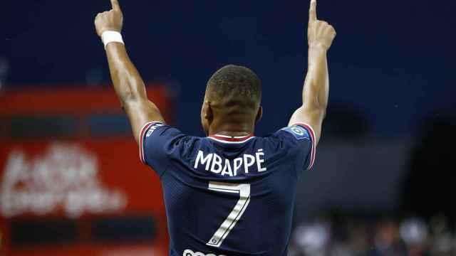 Kylian Mbappé celebra un gol con el PSG en la temporada 2021/2022