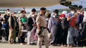 Imagen de la llegada a Torrejón de los últimos evacuados de Afganistán.