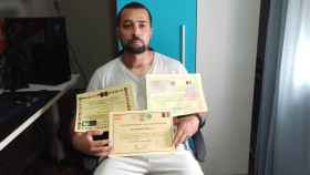Karwan, el intérprete afgano que reclama el ejército talibán para que cambie su vida por la de su familia