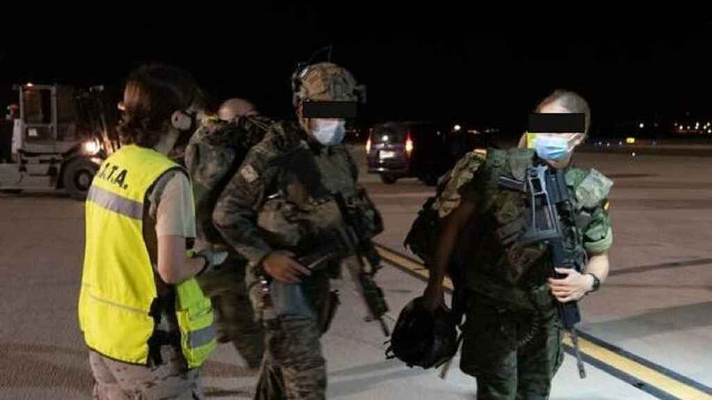 Defensa envía a Kabul zapadores paracaidistas para buscar a los 'afganos españoles' en sus casas
