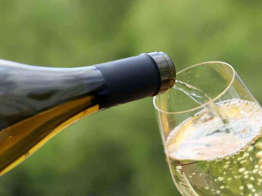 El vino blanco puede ser buen compañero de las carnes.