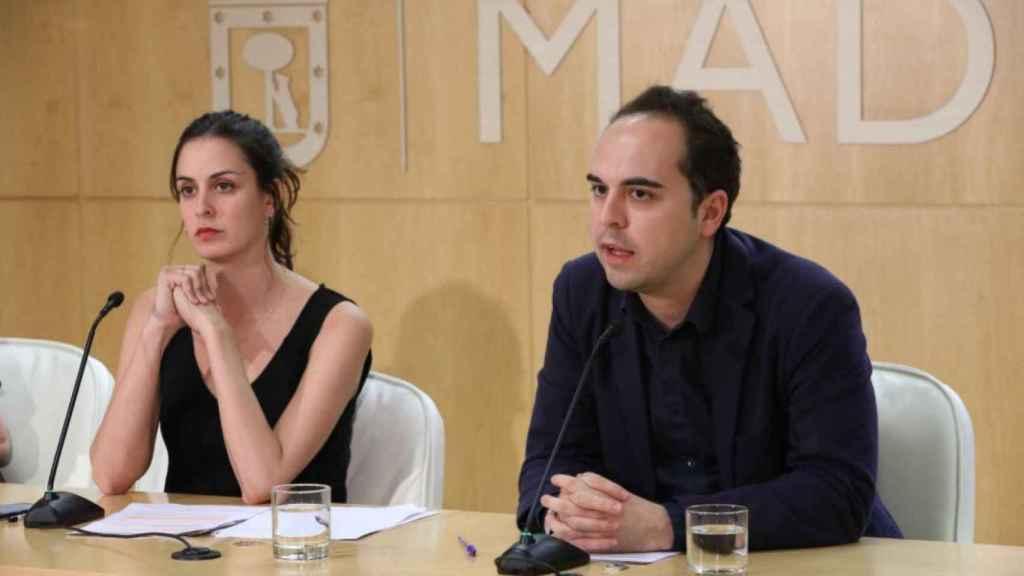 José Manuel Calvo, ahora concejal de Recupera Madrid, junto a Rita Maestre.