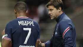Mbappé y Pochettino, durante un partido del PSG
