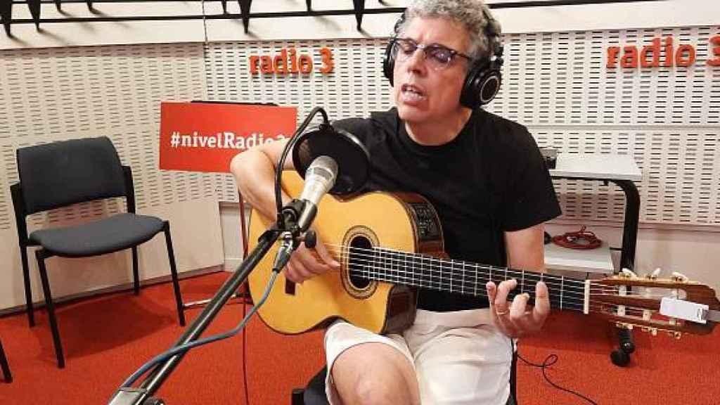 Quién es Pedro Guerra, el cantautor que desde participa como invitado en 'Pasapalabra'