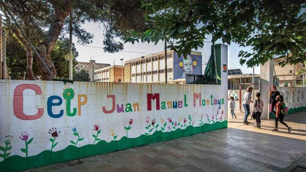 Acceso al CEIP Juan Manuel Montoya de Nazaret (Valencia).