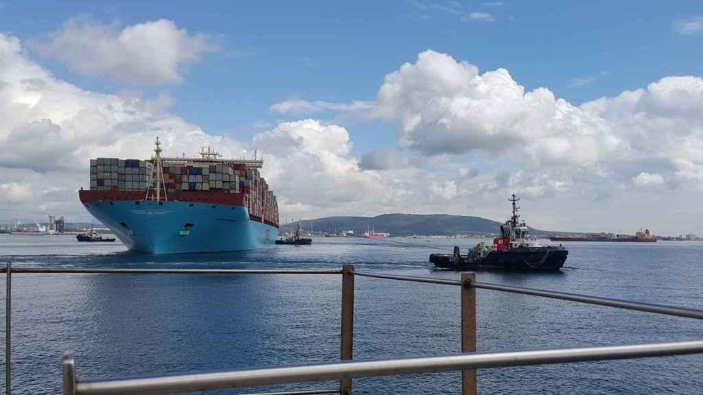 Un buque de mercancías en el puerto de Algeciras.