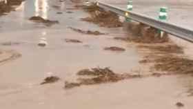 Una imagen de la carretera afectada por las inundaciones (Foto: Ayto. Illana)