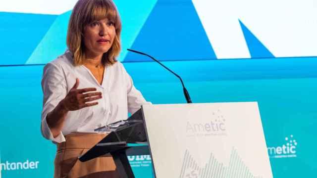 Pilar Alegría, ministra de Educación y Formación Profesional, en el encuentro anual de Ametic