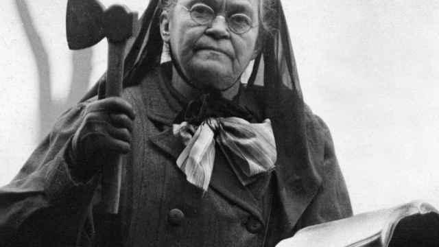 Carrie Nation, la mujer del hacha y la Biblia.