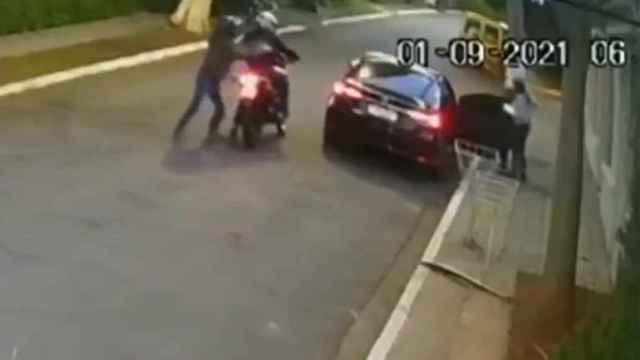 Captura de pantalla del vídeo de seguridad que registró el intento de atraco.
