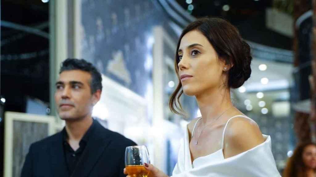 ¿Quién es Cansu Dere, la actriz que interpreta a Asya en 'Infiel', la serie de Antena 3?
