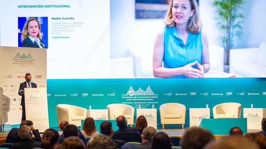 Instantánea de la intervención virtual de la vicepresidenta económica, Nadia Calviño, en el 35º Encuentro de Economía Digital y Telecomunicaciones de AMETIC.