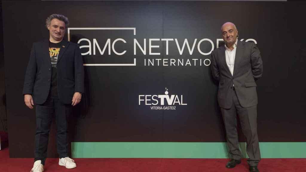 Joseba Fiestras, director del FesTVal, junto a Manuel Balsera.