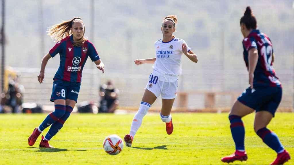 Esther González, durante el Levante - Real Madrid Femenino