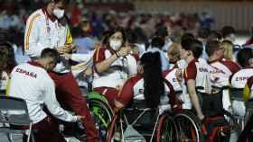 Varios atletas españoles durante la ceremonia de clausura de los Juegos Paralímpicos de Tokio 2020